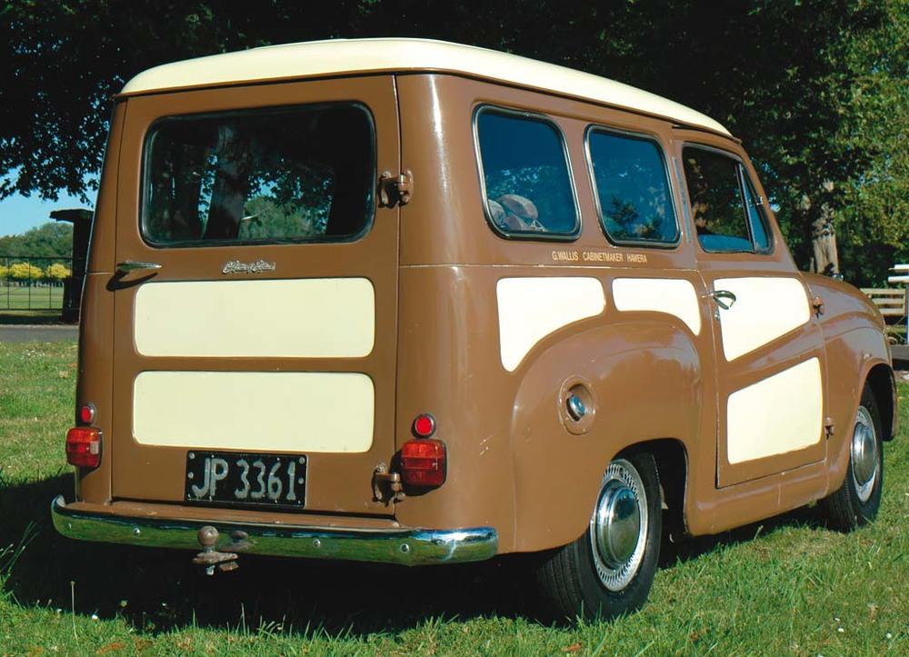 Austin-A35-Vans-gold-rq.jpg