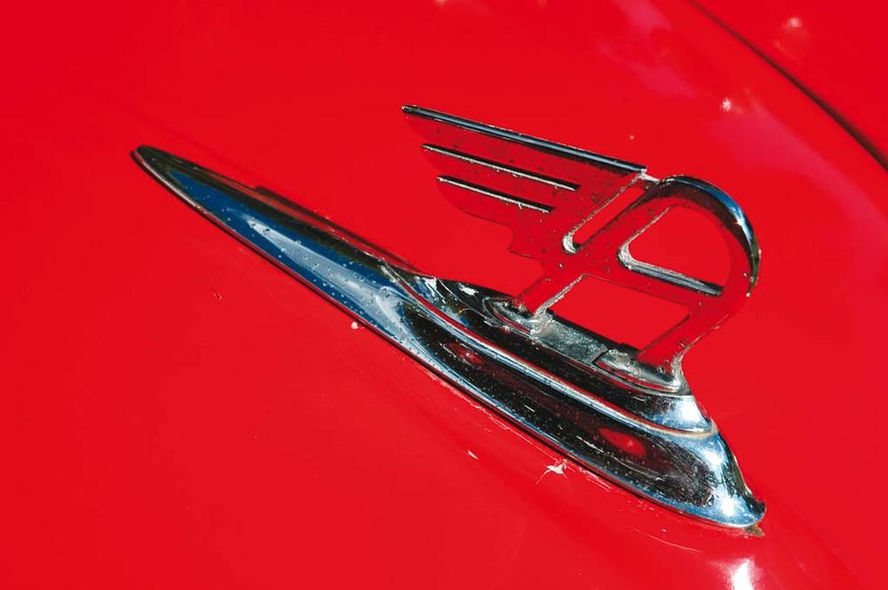 Austin-A35-Vans-red-badge1.jpg