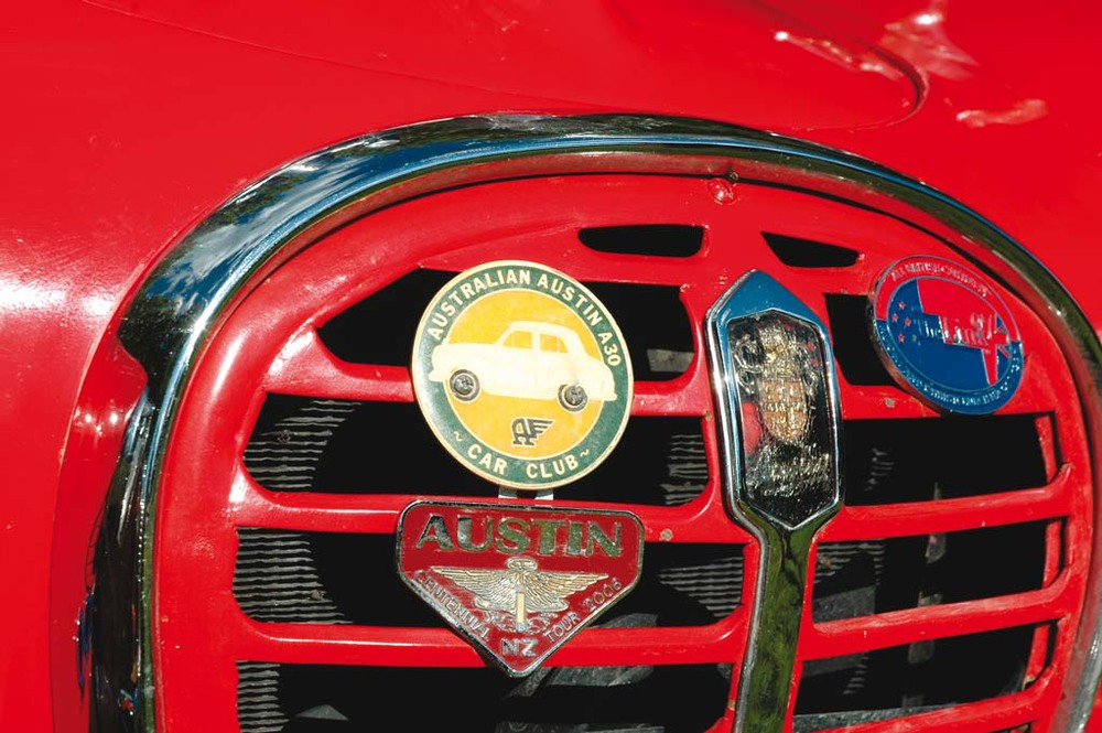 Austin-A35-Vans-red-badge2.jpg