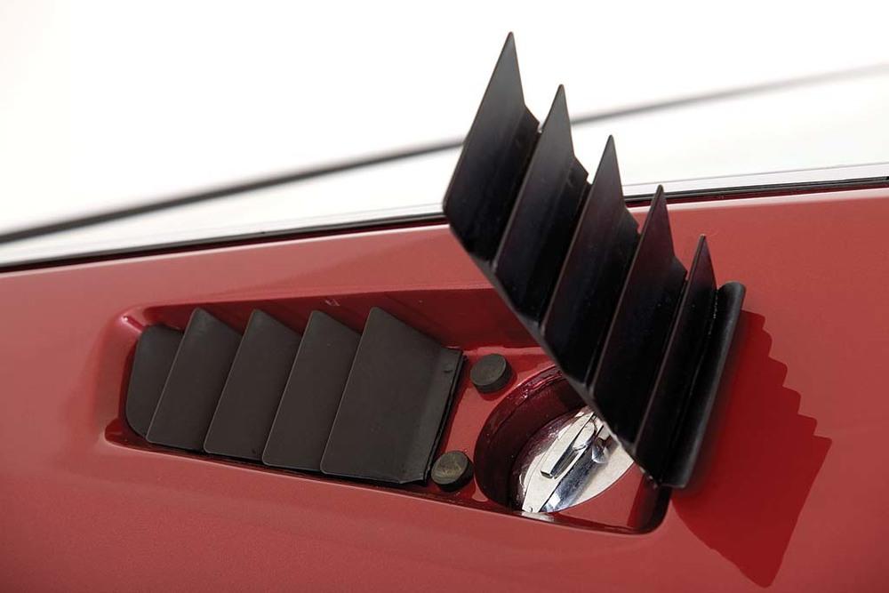 Lamborghini-Espada-fill-cap.jpg