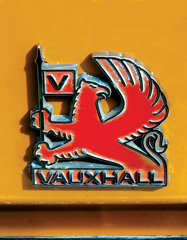Vauxhall-Viva-1300-CC215-badge.jpg