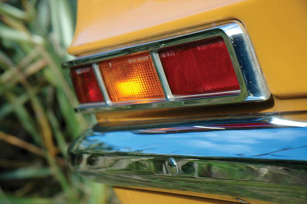 Vauxhall-Viva-1300-CC215-ext-det.jpg