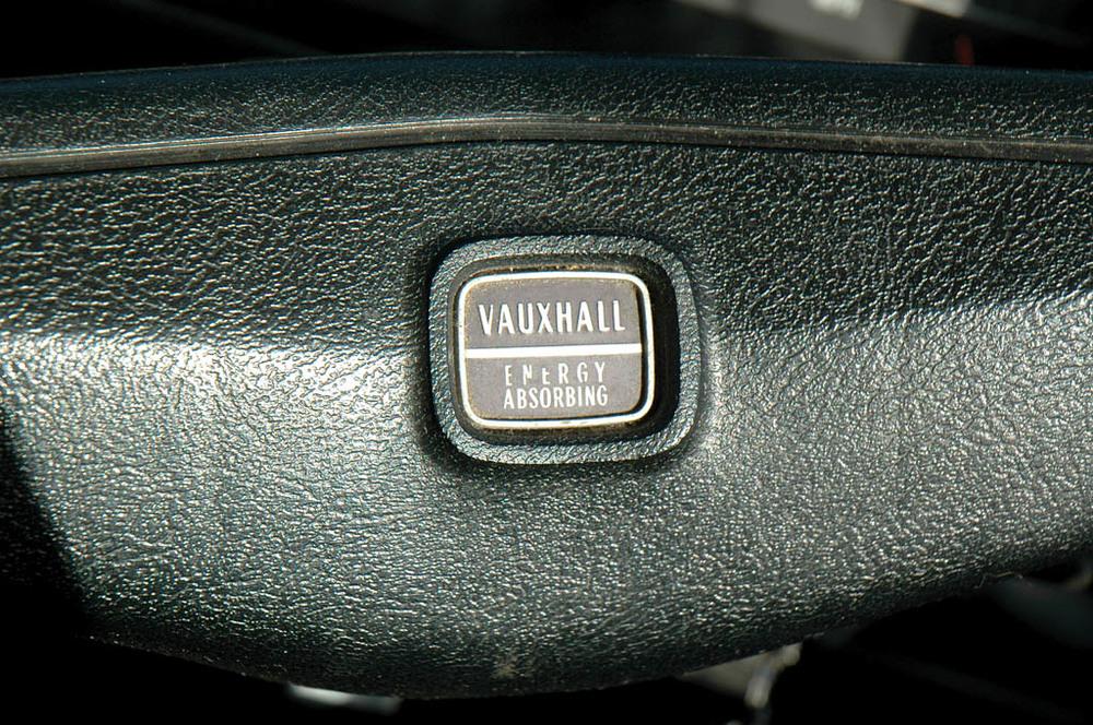 Vauxhall-Viva-1300-CC215-ext-det3.jpg
