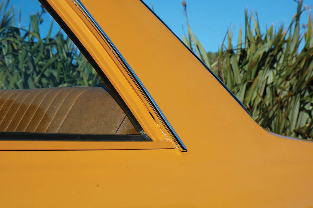Vauxhall-Viva-1300-CC215-ext-det4.jpg