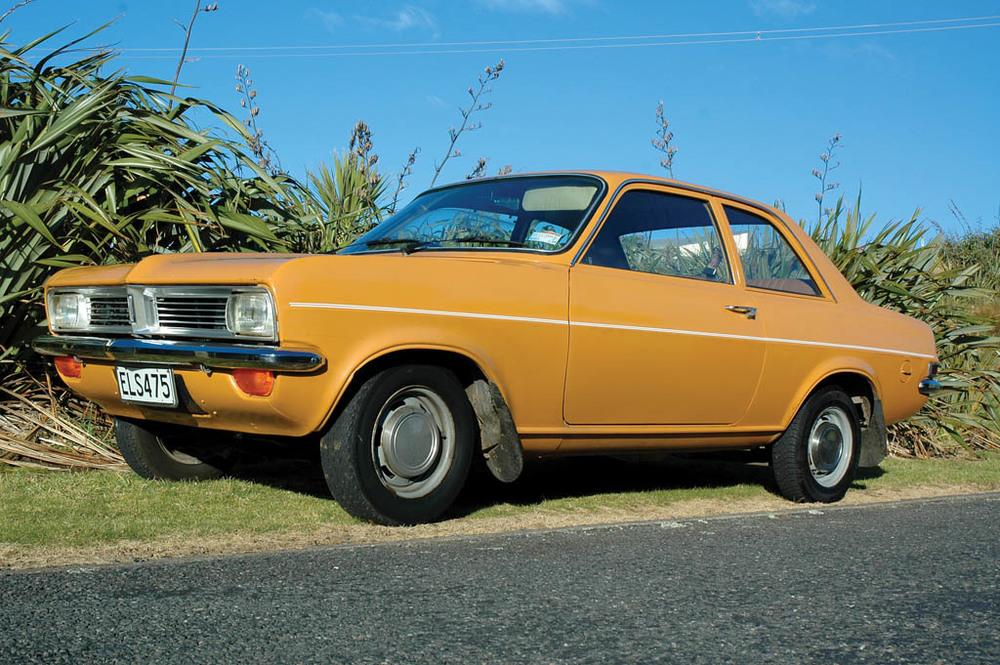 Vauxhall-Viva-1300-CC215-fq.jpg