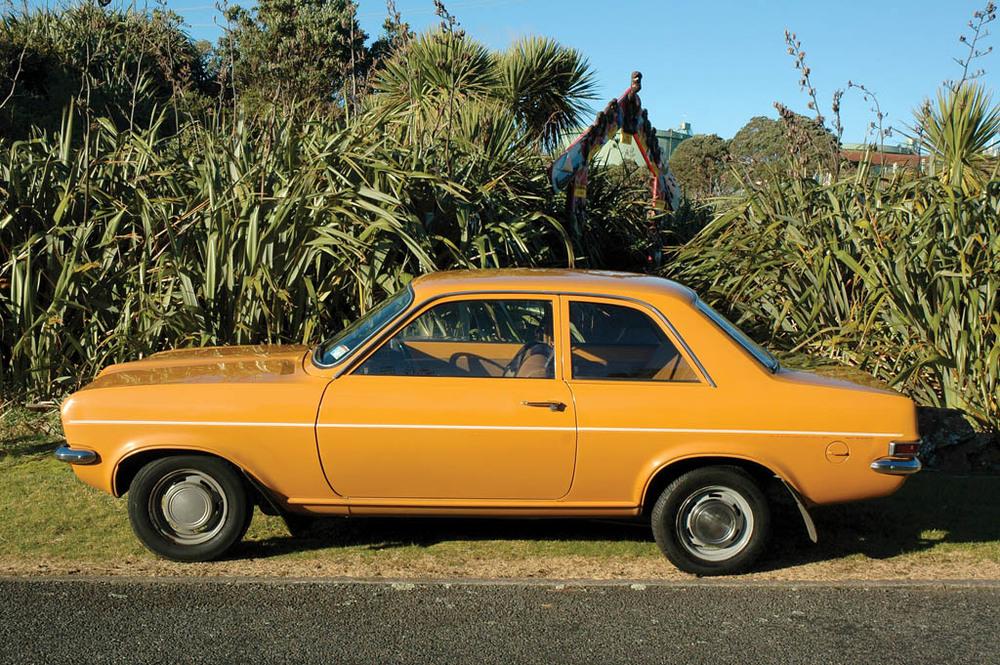 Vauxhall-Viva-1300-CC215-s.jpg