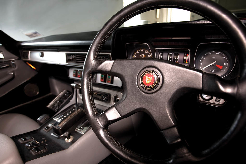 Jaguar-XJS-S-V12-CC226-int1.jpg