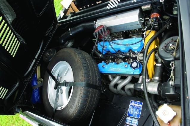 Lancia-Montecarlo-engine.jpg