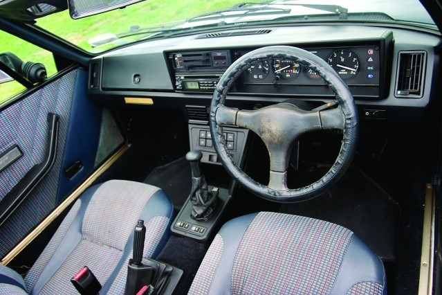 Fiat-X19-1500-interior.jpg