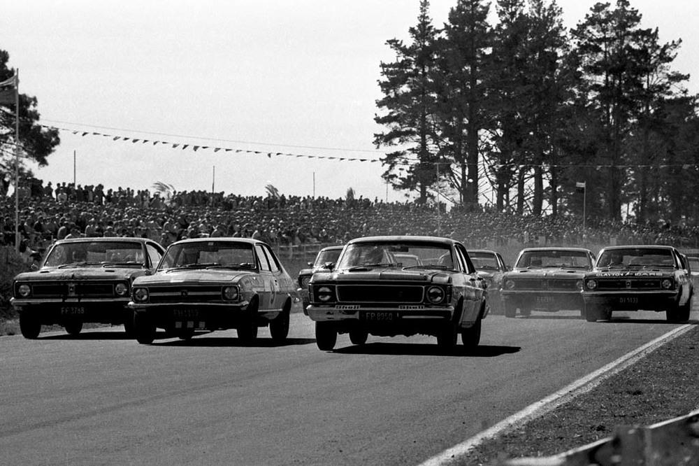 Holden-Torana-GTR-XU-1-racing1.jpg