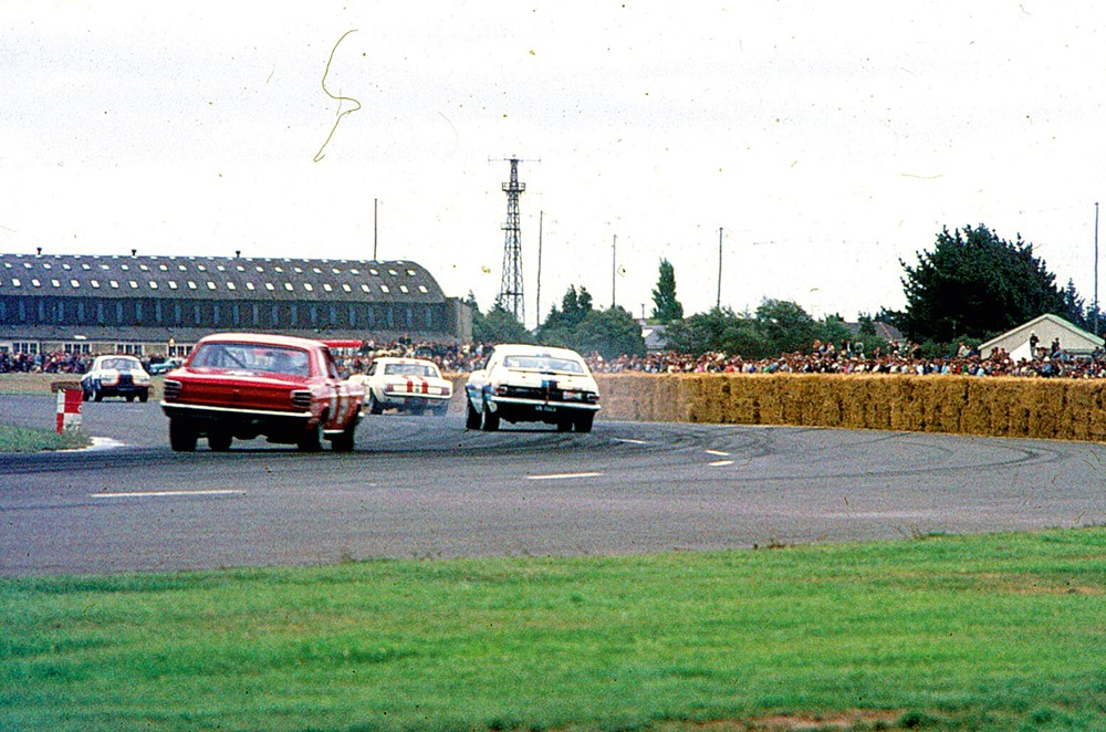 Clyde Collins in the PDL Falcon chases Grady Thomson in the Cambridge Monaro in 1970