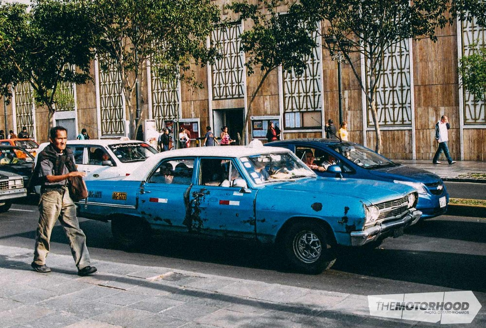 Oldest taxi spotted in Lima — 19 63–'64 Chevrolet Impala. Looks rough but it's still doing the business