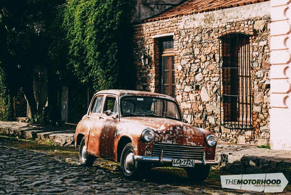 Hillman on the cobblestoned streets of Colonia