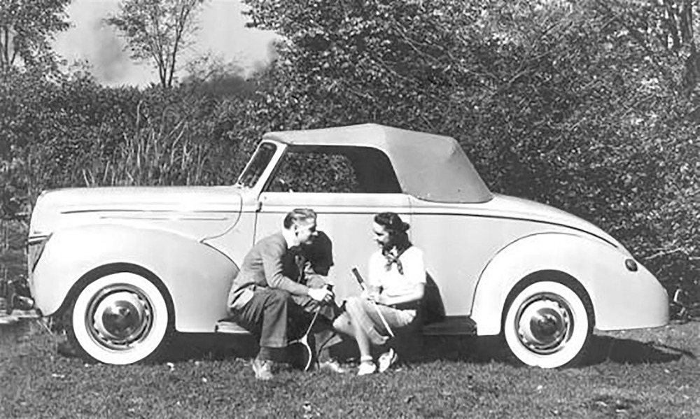 1939-Ford-Convertible-Coupe.jpg