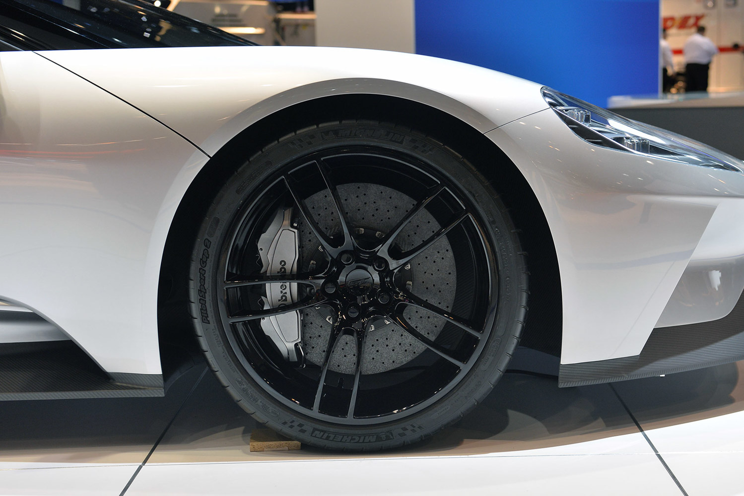 Ford Gt Carbon Fibre Right Down To The Wheels