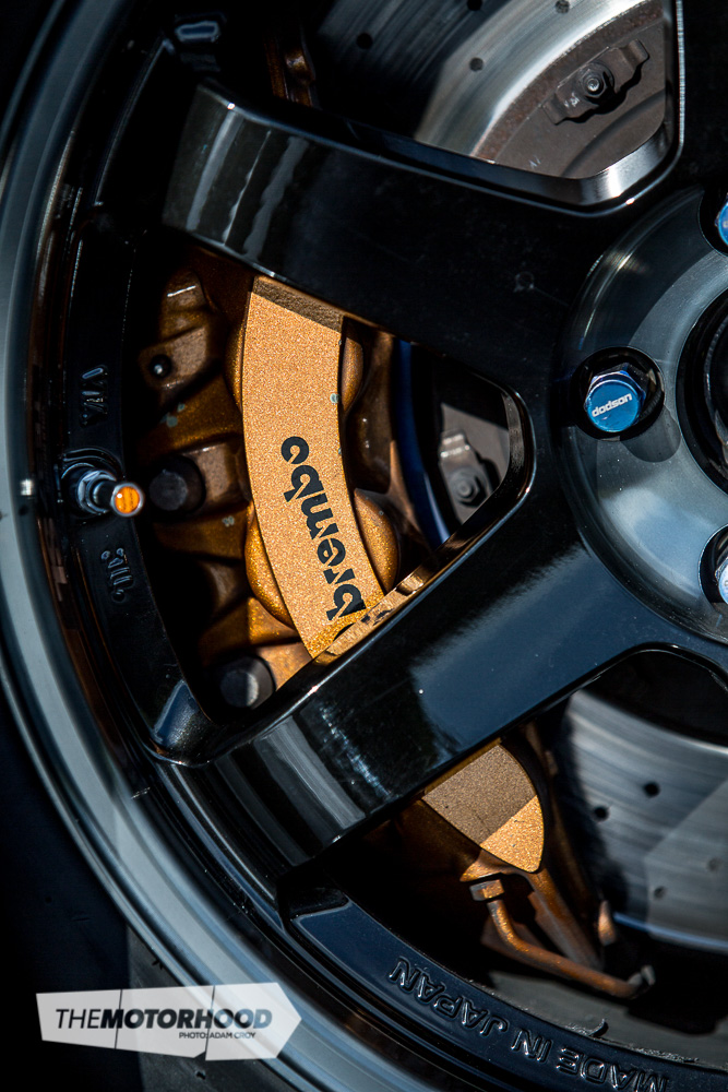The factory brakes on the R35 GT-R really make the upgraded units on the previous models look small — 380x34mm rotors up front, with six-pot Brembo calipers, combined with 380x30mm rotors down the back with four-pot Brembo calipers sure do haul the GT-R up quickly