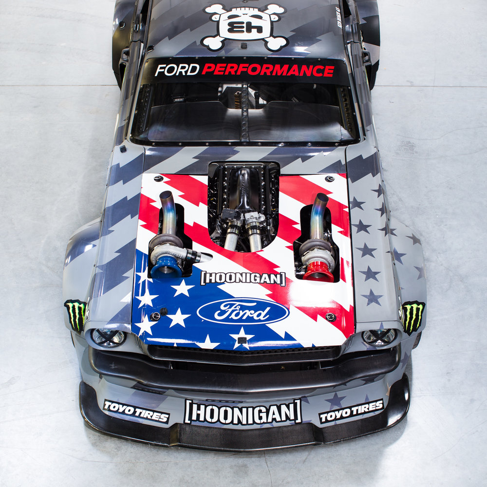 HOONICORN_V2_HOOD_ON.jpg