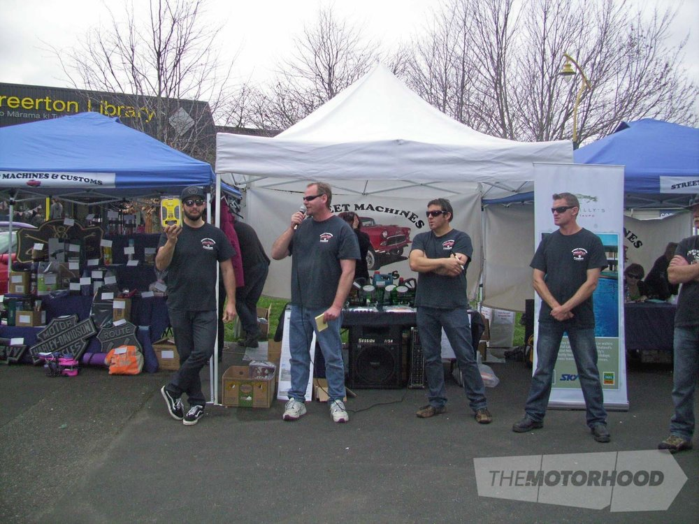 Andy Stevens  with Auction spotters Rowan Covell,Antz Strong, Andrew McIntosh & Kevin Wright.jpg