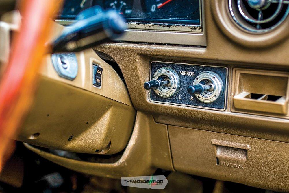 Toyota Corona Mark II 1GZ-480.jpg