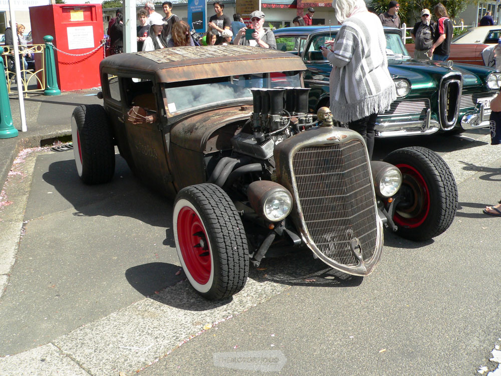 Graeme Steel from Mt Maunganui drove in to the show in his Rat Rod DATRAT and had heaps of people checki.jpg