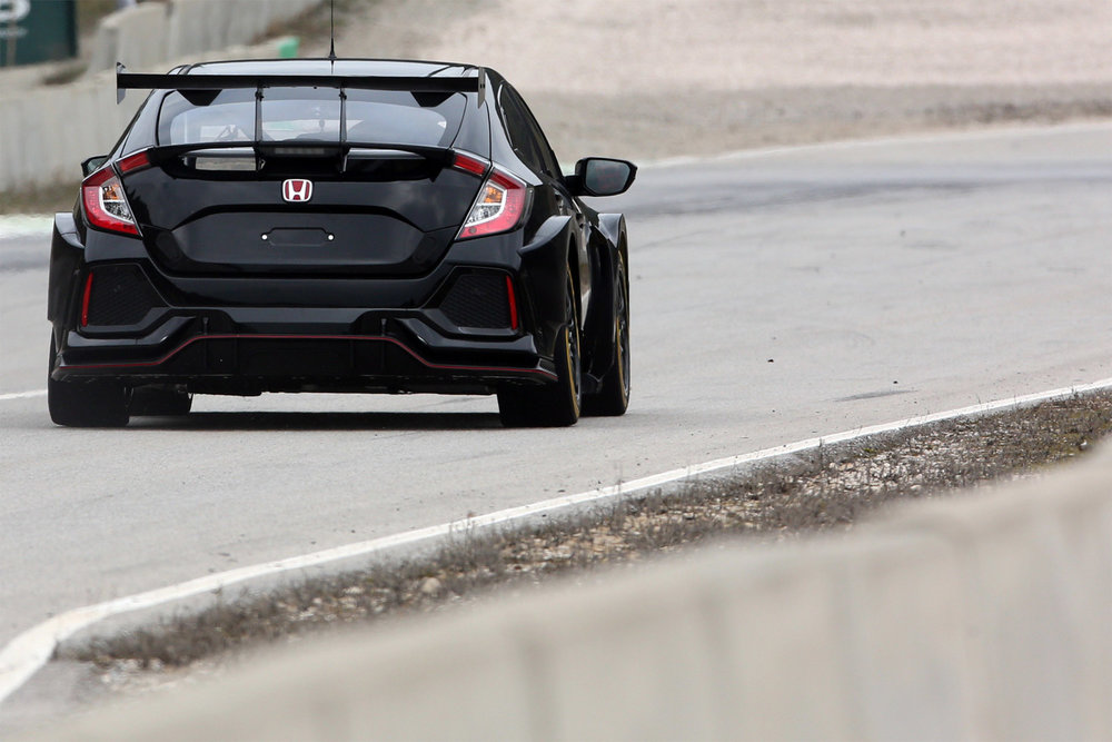 126957-all-new-halfords-yuasa-racing-btcc-honda-civic-type-r-breaks-cover-1-1519758750.jpg