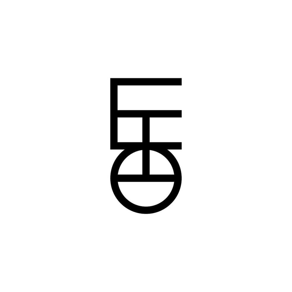 Day 21  통 /tong/ 통 mean 'through' in Korean. Had the middle alphabet ㅗ go through other alphabets. Lost a bit of legibility there, but I like how it holds all three alphabets together tighter - it kind of looks like a logo!