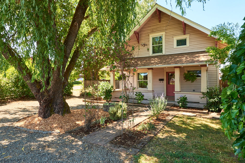 SOLD! Adorable bungalow in NE McMinnville.