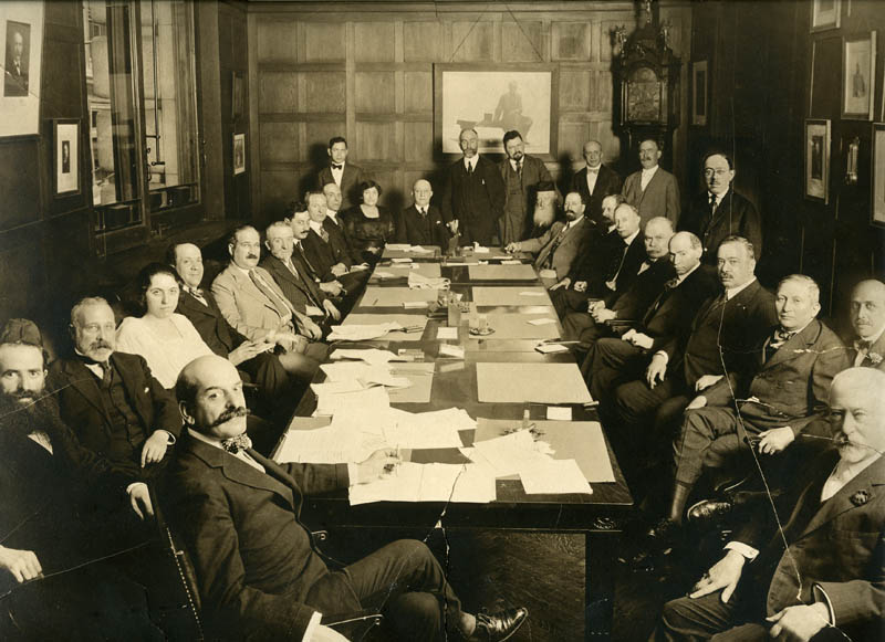 by Center for Jewish History, NYC (Flickr: Jacob Schiff in a boardroom) [public domain], via Wikimedia Commons