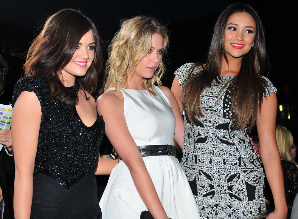 by JJ Duncan http://www.zimbio.com (Lucy Hale, Ashley Benson, Shay Mitchell) [CC BY 2.0], via Wikimedia Commons