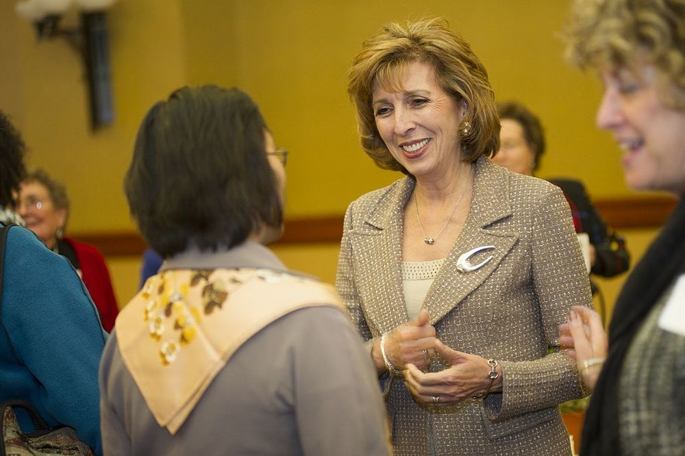 Chancellor Linda Katehi by KianaHooper (own work) [GFDL or CC BY-SA 3.0], via Wikimedia Commons