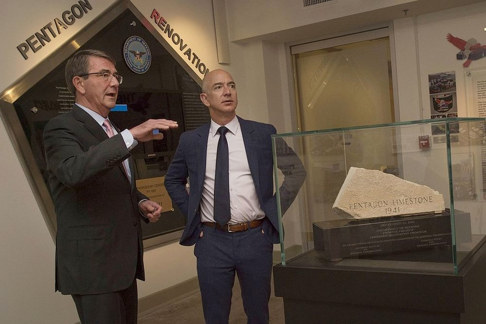 Secretary of Defense Ash Carter meets with Jeff Bezos on May 5, 2016. Photo credit: DoD photo by Senior Master Sgt. Adrian Cadiz [public domain], via Wikimedia Commons