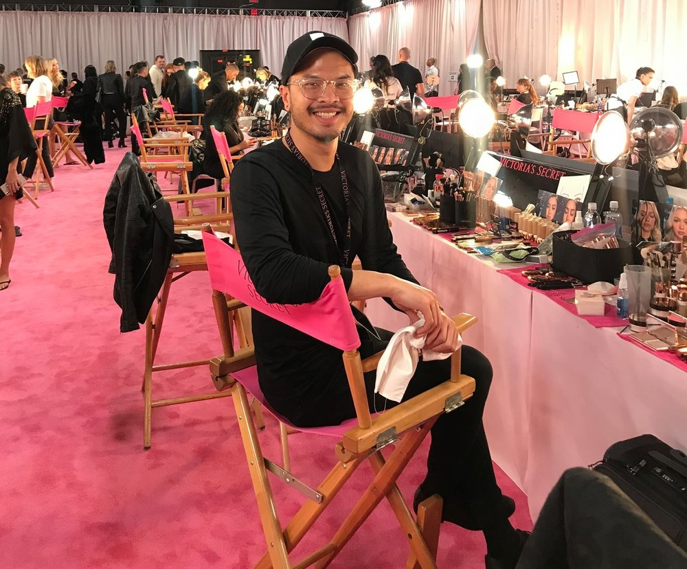 Victoria Secret 2018! PINK CHAIR! 5 years to sit in it!