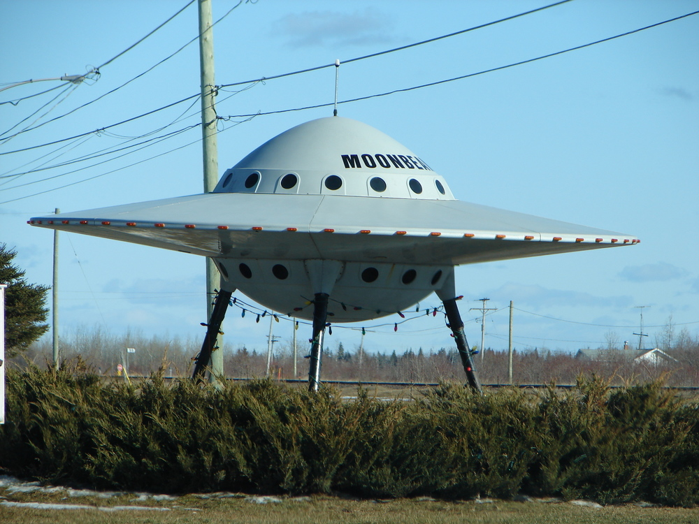 http://commons.wikimedia.org/wiki/File:Moonbeam_UFO.JPG