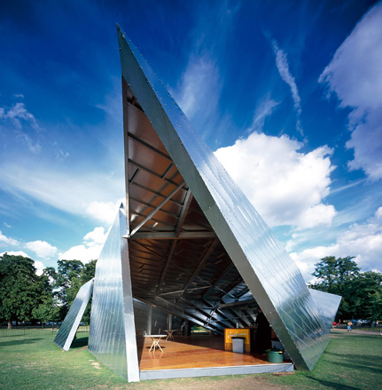 Detail Collective | Outside Spaces | The Serpentine Pavilion 2001 | Image: Wallpaper