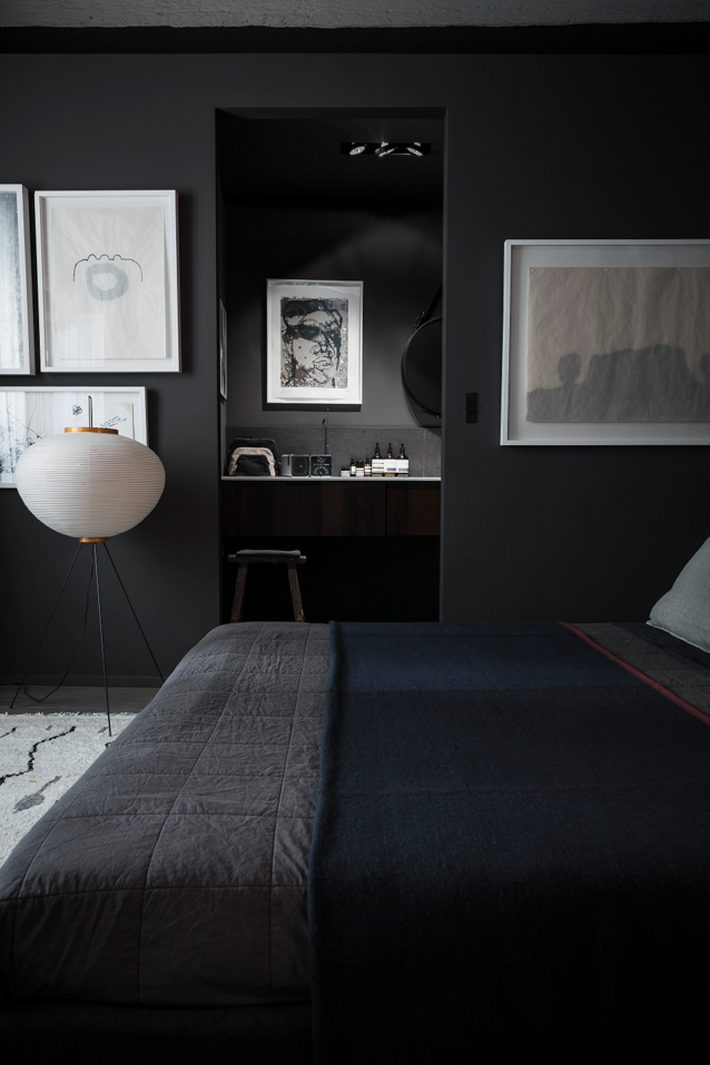 Detail Collective | Interior Spaces | Back to Black in the Bedroom | Image: Richard Ricard via Vosgesparis
