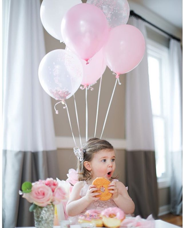 Tea for TWO 💕✌🏼🍩 📸 #happybirthdayElle #twoyearsold #birthdayphotoshoot #teaparty #birthdaygirl #familyphotography #familyphotographer #chicagofamilyphotographer #chicagophotographer #chicagonewbornphotography #chicagonewbornphotographer #canon #canon5dmarkiv #birthdaydonuts #birthdayballoons #thatsdarling #darlingweekend #livecolorfully #colorpop #pinkpinkpink #teafortwo #bloggermom