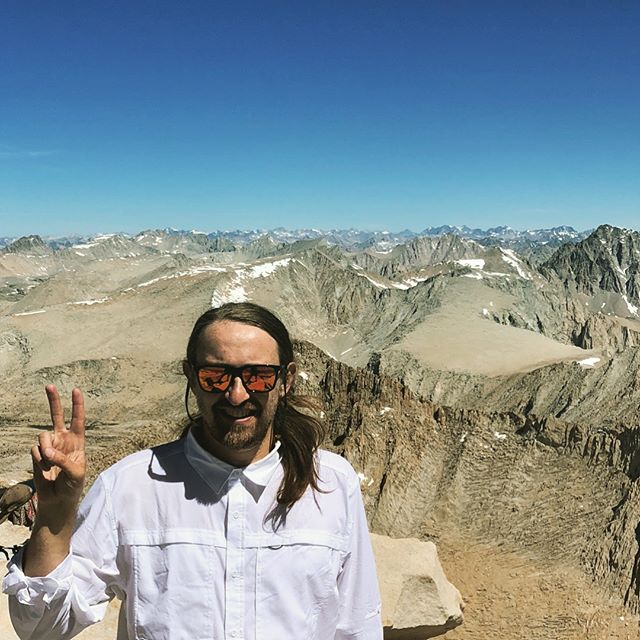 Celebrated summer solstice at the summit of Mt. Whitney- the highest peak in the contiguous United States, standing 14,505ft tall. I happily hung prayer flags (brought back from the Dalai Lama's temple in Dharamsala, India) on the summit hut. May the four winds blow peace throughout this land- lord knows we need it! ❤️ HBD John ❤️ #mtwhitney