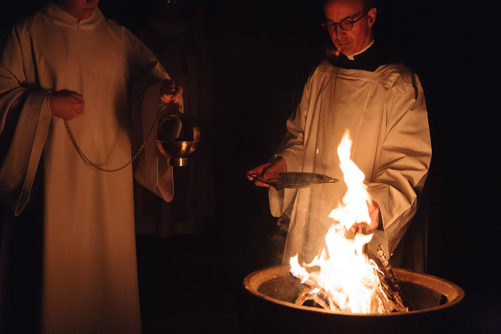 Easter_Vigil_by_Lomanno_0015.jpg