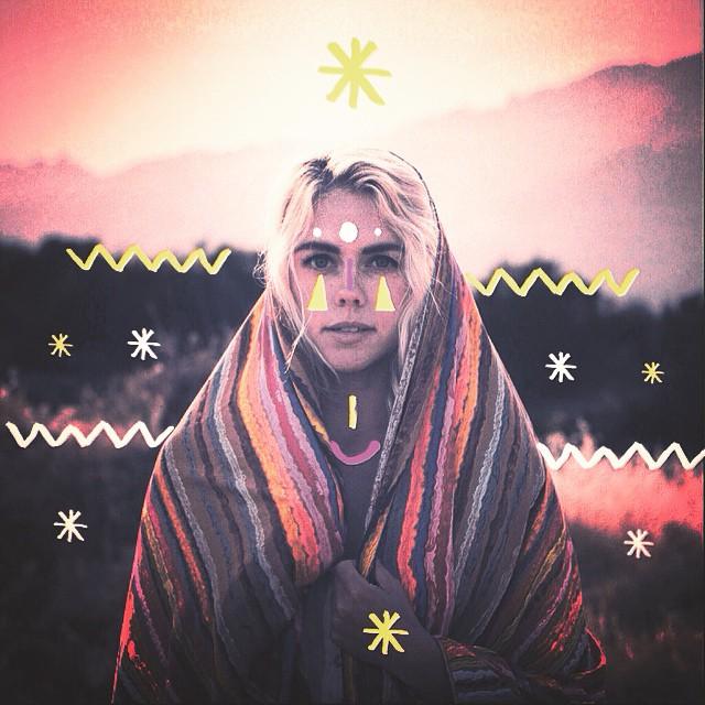 Pop a sunset spirit @latesundayafternoon @aleesh_henry #xtrapop #latesundayafternoon 📷: @janacruder #poppingfollowers