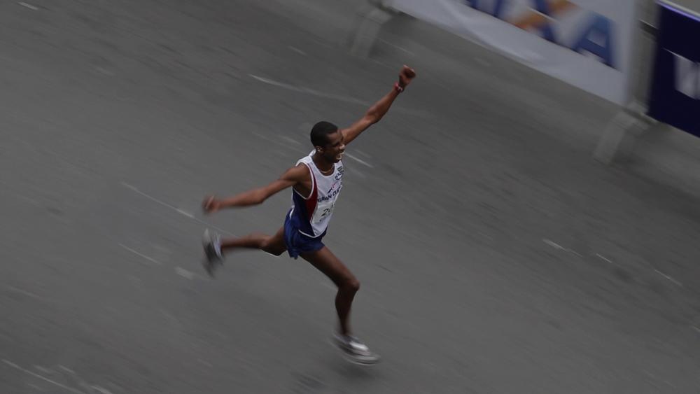 Sao Silvestre corredor chegada feliz.jpg