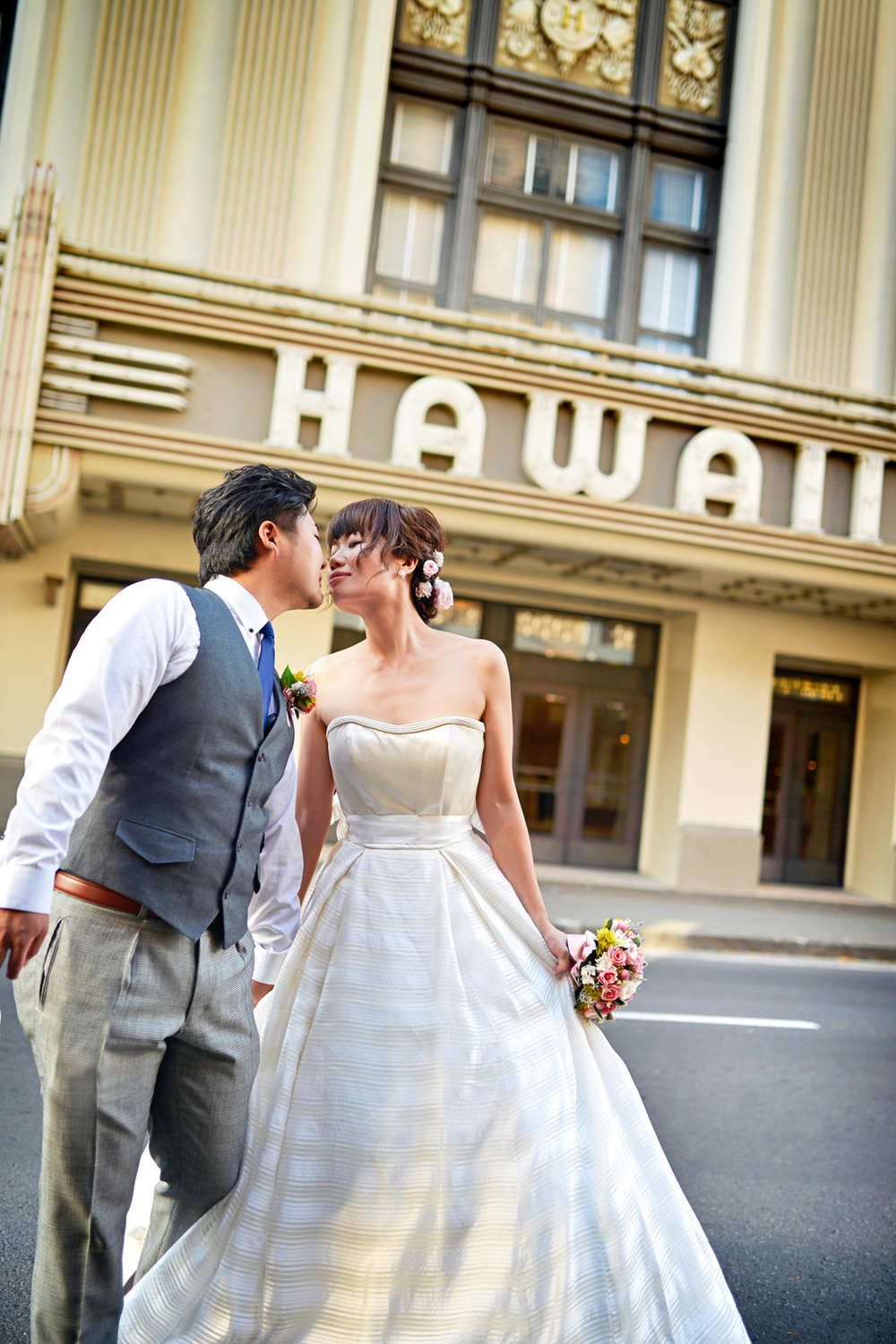 waikiki-beach-wedding-and-downtown-honolulu-hawaii-theater-stephen-ludwig-photography030.jpg