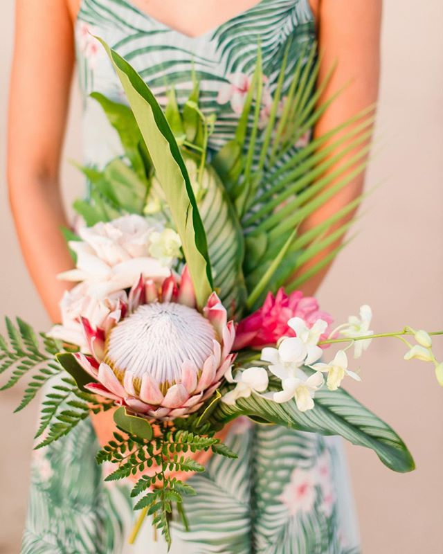Loving the colors in this photo Always wanted to own one of these and drive cross country with it. • • • #loulupalm #oahuwedding #weddingdetails #weddingbouquet #stephenludwigphotography #tropicalfloral #tropicalbpuquet #tropicalflowers