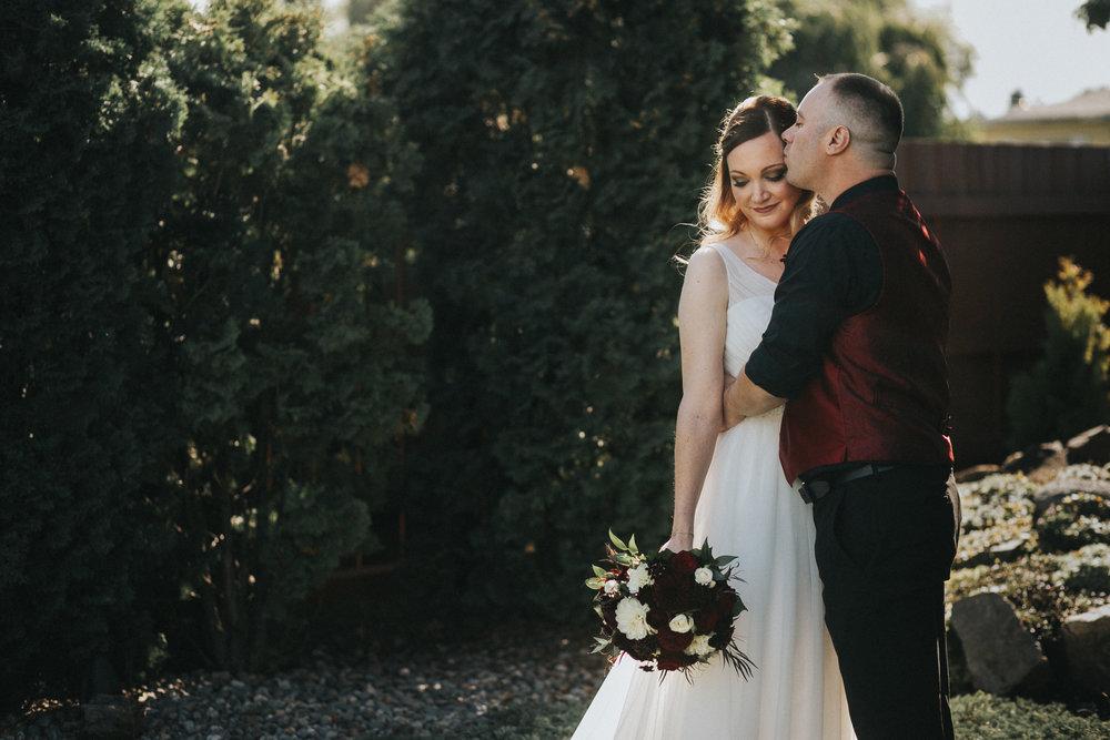 spokane bride and groom backyard wedding