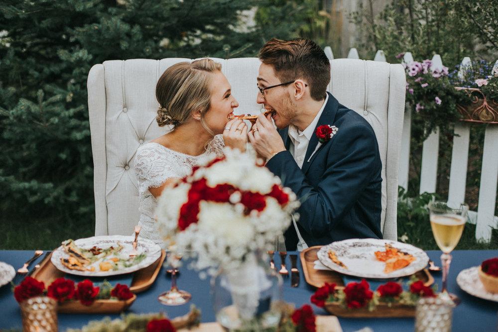 couple eating pizza wedding foxwood house washington