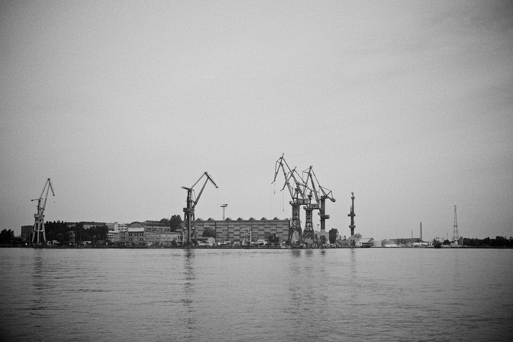 travel-trip-summer-sky-poland-gdansk-industrial-port-sea-black-white-grain-denis-bosnic-photography-01.jpg
