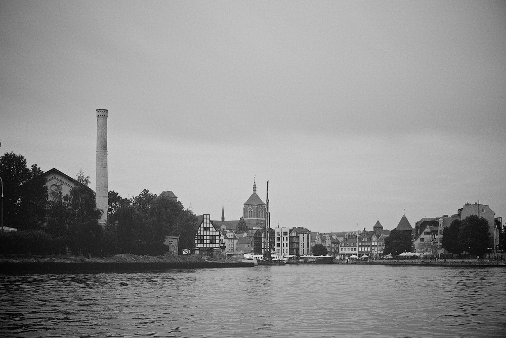travel-trip-summer-sky-poland-gdansk-industrial-port-sea-black-white-grain-denis-bosnic-photography-14.jpg