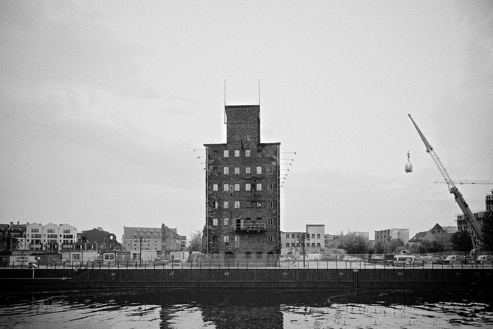 travel-trip-summer-sky-poland-gdansk-industrial-port-sea-black-white-grain-denis-bosnic-photography-19.jpg