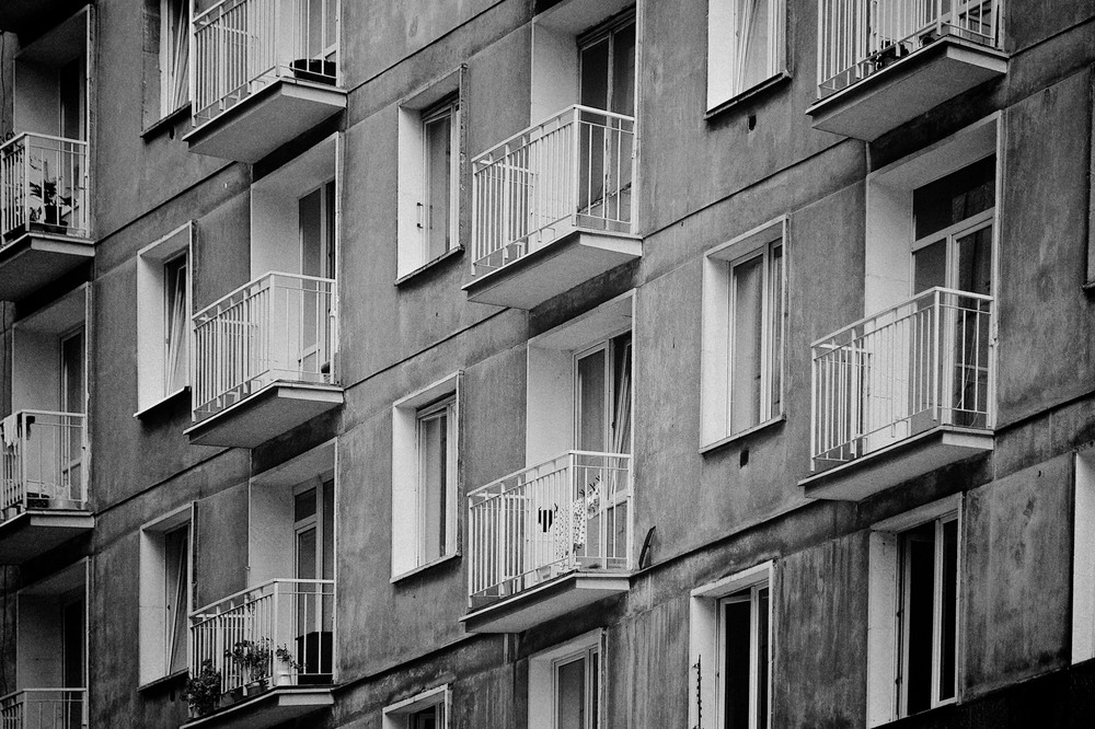 denis-bosnic-warsaw-warsava-poland-polonia-polsko-varsava-moody-trip-bw-architecture-street-photography-photos008.jpg