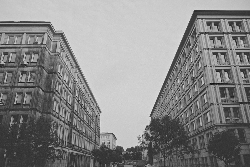 denis-bosnic-warsaw-warsava-poland-polonia-polsko-varsava-moody-trip-bw-architecture-street-photography-photos010.jpg