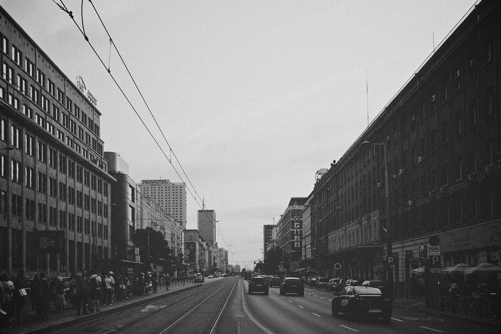 denis-bosnic-warsaw-warsava-poland-polonia-polsko-varsava-moody-trip-bw-architecture-street-photography-photos012.jpg